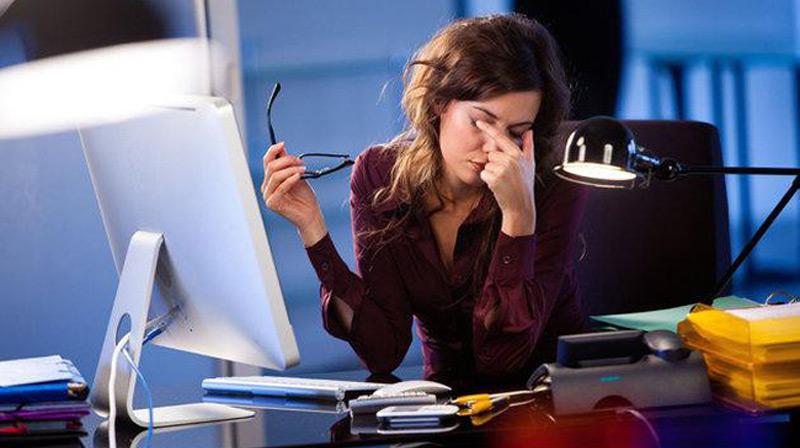 Nhân viên văn phòng thường gặp vấn đề về mắt
